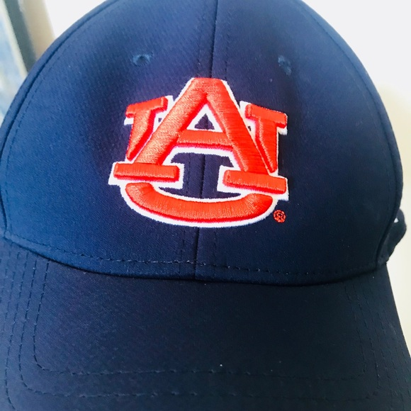 low priced 85eb4 53799 Auburn stretch fit ball cap. NWT. Under Armour